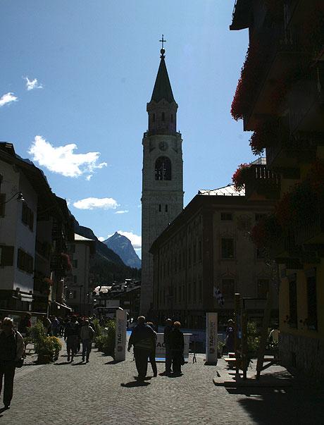 Corso Italia, de belangrijkste winkelstraat in Cortina d'Ampezzo, Italië